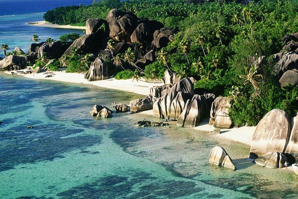 Красивый пляж Ансе Сурс д'Аржан