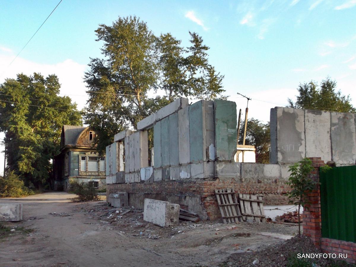 На месте разрушившегося дома по Фрунзе отстраивают новый