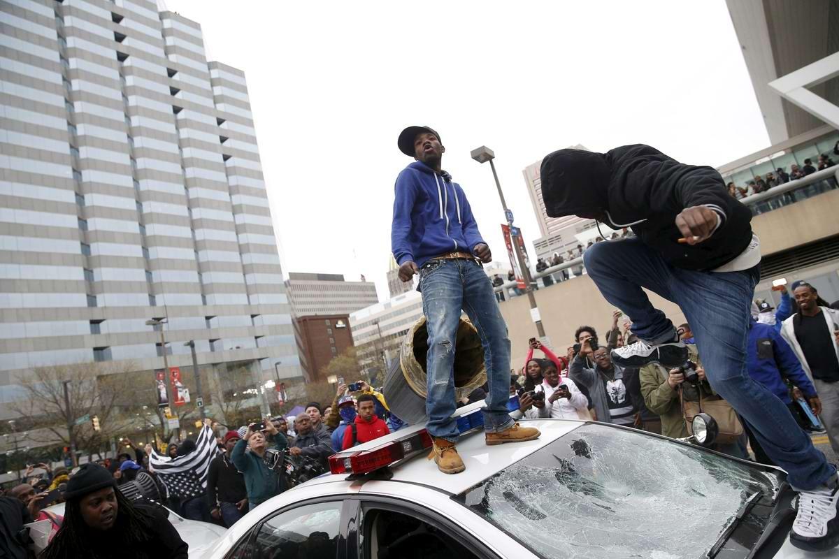 Конец полицейскому государству: Массовые протесты и уличные погромы в Балтиморе (США) (30)