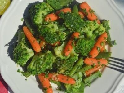 Гарнир из брокколи, фасоли и моркови