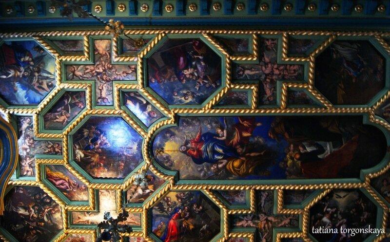Расписной потолок церкви