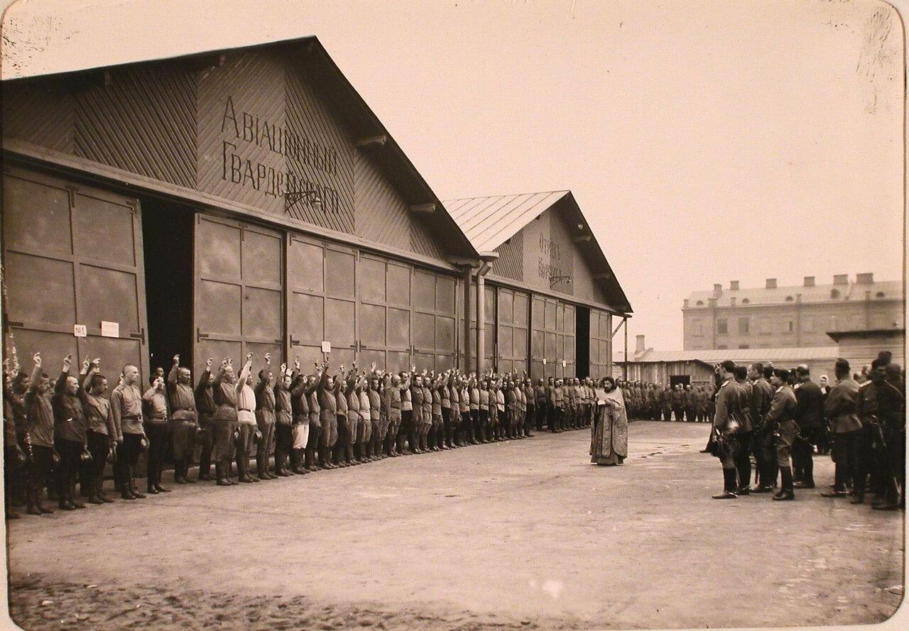 08. Молодые солдаты 7-ой авиароты дают присягу перед отправкой в Действующую Армию. Петроград