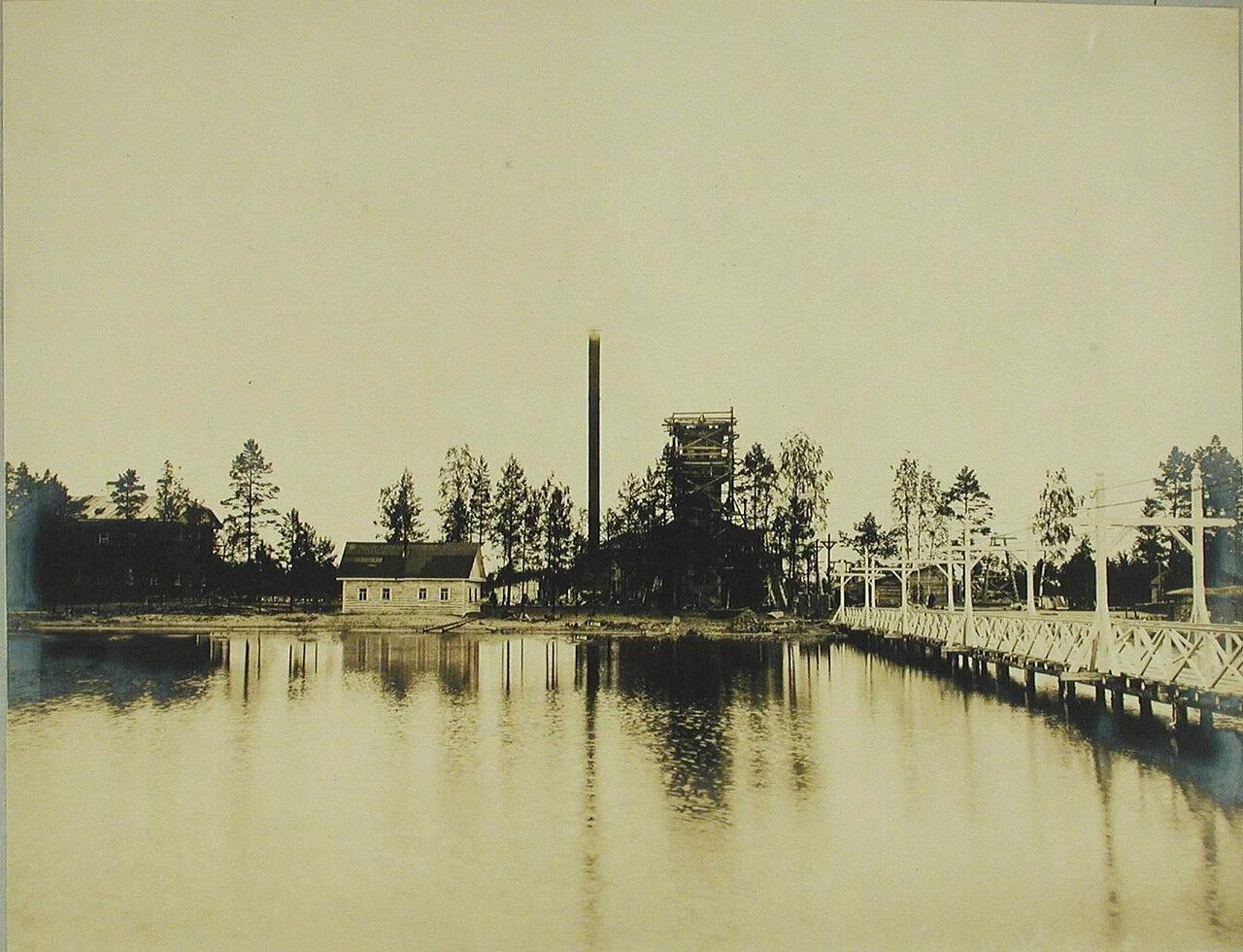17. Вид на здание электростанции и дом для мастеровых со стороны озера