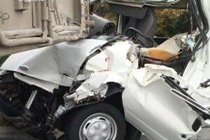 Микроавтобус врезался в стоявший грузовик на трассе Кишинев-Оргеев