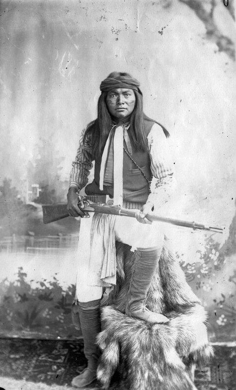 Apaches Esh-kin-tsay-giza (Mike) White Mountain Indians Al-chi-say's band, between 1890 and 1920