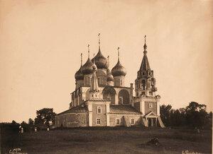 Вид на Крестовоздвиженский собор что в Валах на Романовской стороне (постройка 1658 г.). Ярославская губ.
