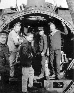 Севастополь. Монтаж подводной лодки Карась, после ее прибытия на флот.