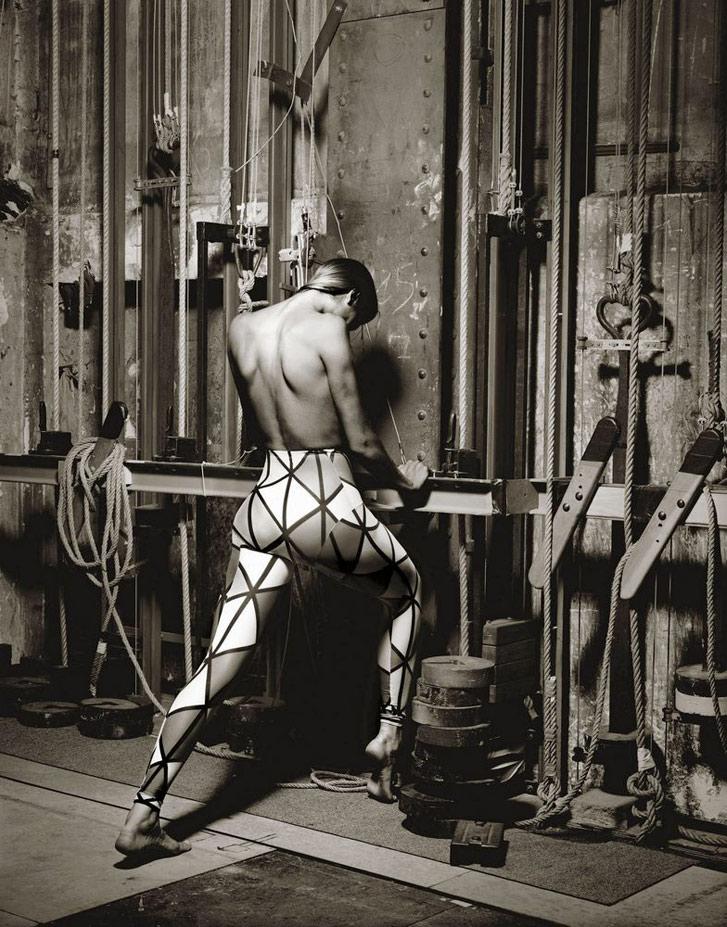 работа фотографа Альберта Уотсона / Gabrielle Reece, Paris, 1989 - photo by Albert Watson
