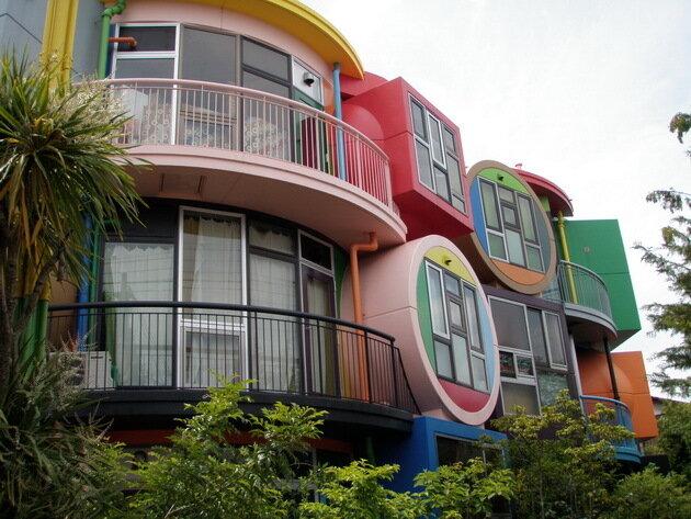 Жилой дом «Чердаки обратимой судьбы». Токио, Япония