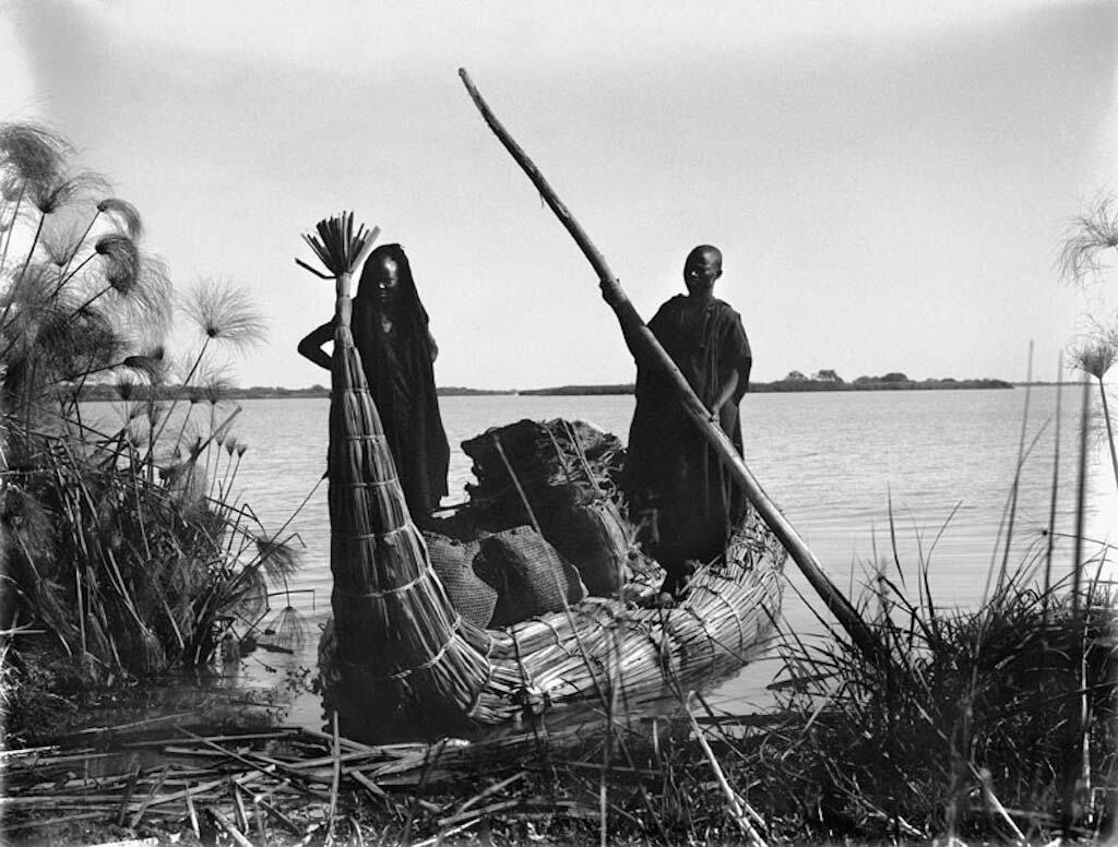 Каноэ из папираса на озере Чад