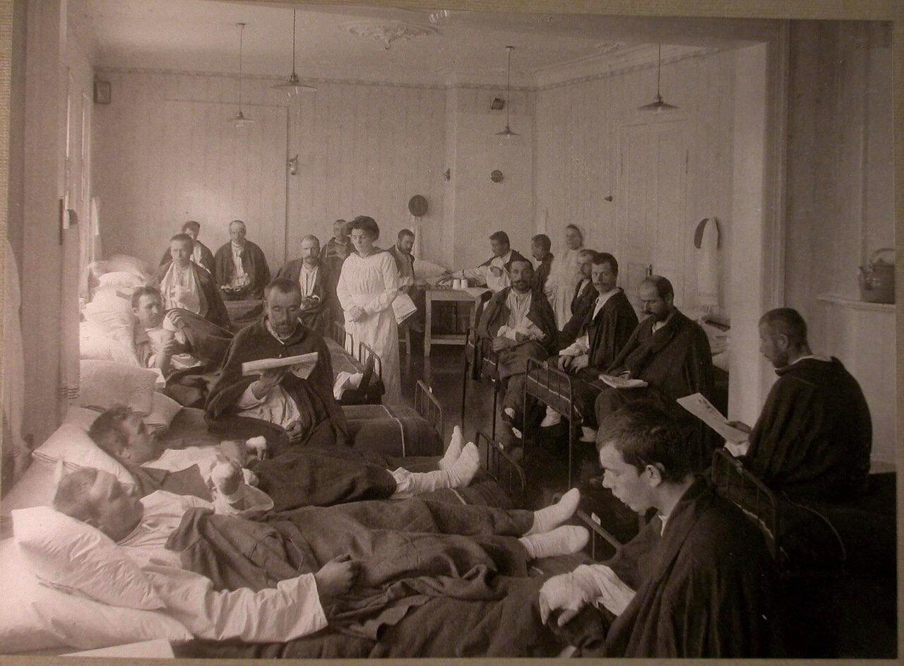 21. Раненые в палате лазарета,устроенного Московским и Ярославско-Костромским земельным банком