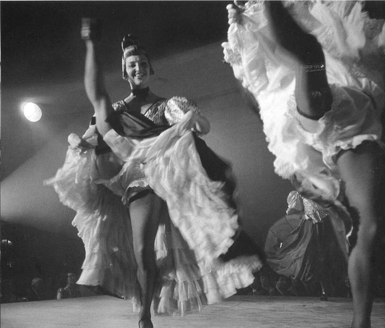 1955. Канкан в «Мулен Руж»