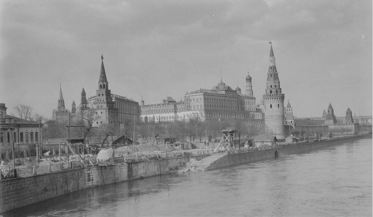 18.Вид со старого Каменного моста на Кремль