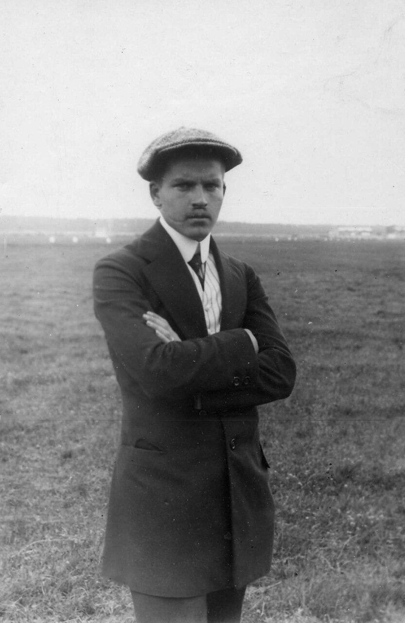 10. Авиатор, участник перелёта Г.В.Янковский, занявший второе место