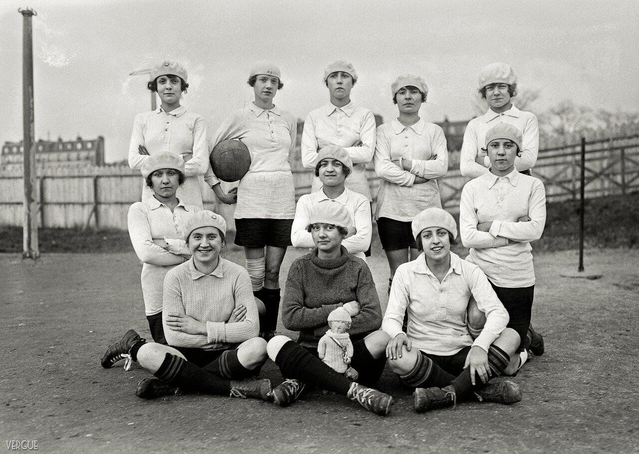 1921. Женская футбольная команда «Avant»