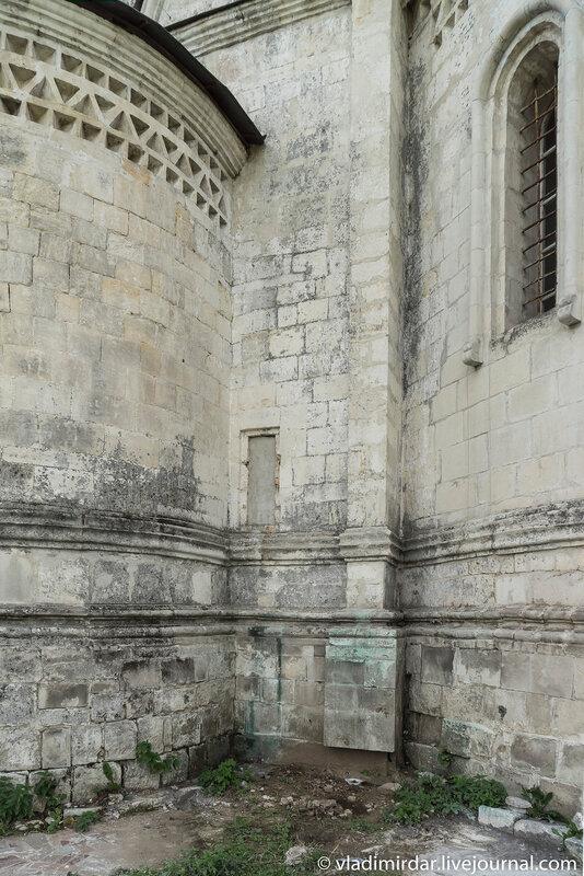 Алтарная ниша Храма Преображения в селе Остров