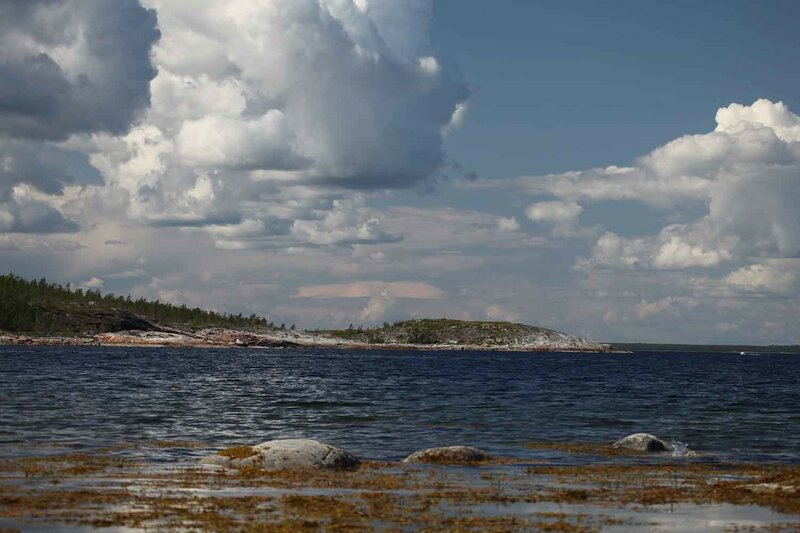 остров Красный, море и скалы