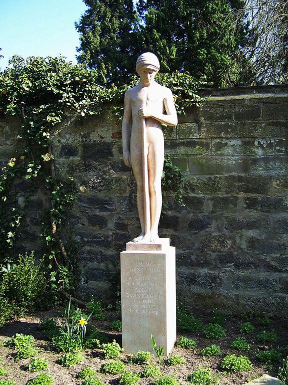 Надгробие Оскара Цвинчера. Эфеб с опущенным факелом. Саша Шнайдер