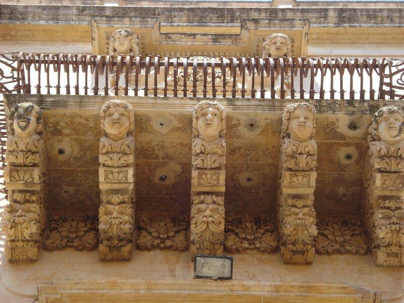 001-дворец Николаичи-де-Вилладората.jpg