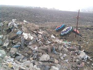 Жители Бельц возмущены тем, что кладбище превратили в свалку