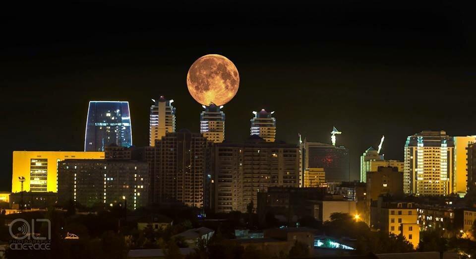 Суперлуние над Баку