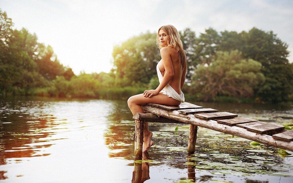 322371_devushka_prud_mostki_devushka_devushki_krasivaya_1920x1200_(www.GdeFon.ru).jpg