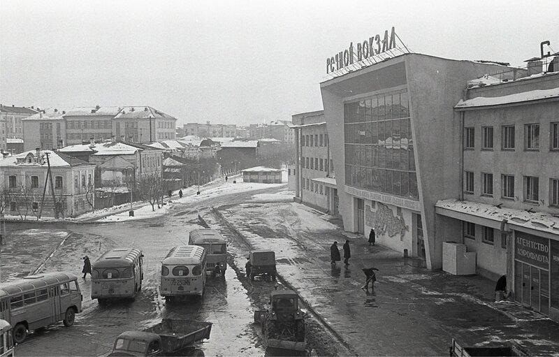 Фрумгарц МИ Площадь у Реч вокзала 1966-67.jpg