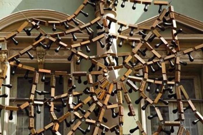 Скульптурные инсталляции на здании индийского музей