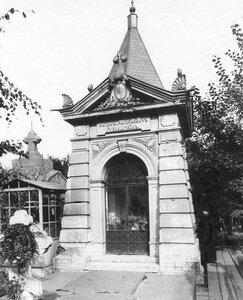 Часовня на могиле композитора А.Г.Рубинштейна.