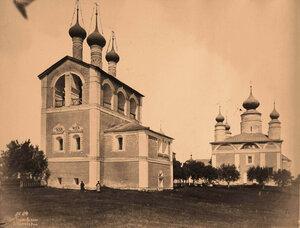 Вид на звонницу (построена в 1680 г.) и собор Бориса и Глеба (построен в в 1522-1524 гг.) с юго-восточной стороны в Борисоглебском монастыре. Ярославская губ., близ г.Ростова