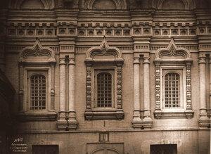 Вид на окна церкви Николая Чудотворца в Пыжах. Москва г.