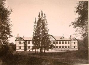 Вид фасада дома призрения для увечных воинов.