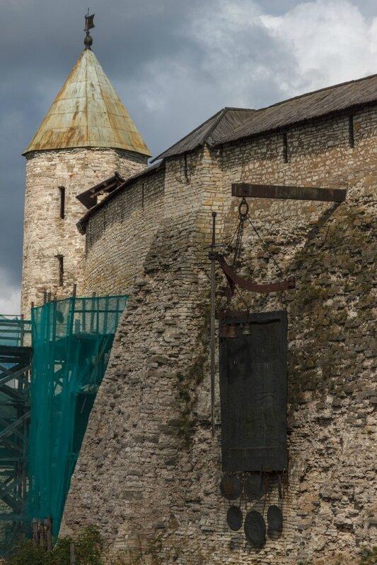 Перси и Довмонтова башня, Псковский Кром