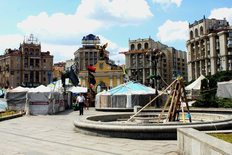Майдан Незалежности после Евромайдана