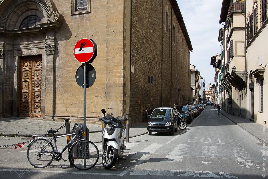 дорожные знаки во Флоренции