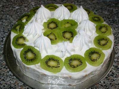 Творожный торт с киви, курагой и изюмом