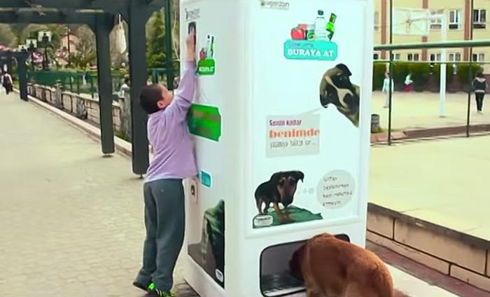 Автомат по сбору пластиковых бутылок в Турции
