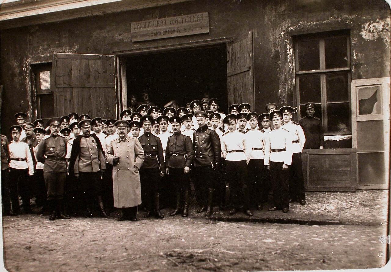 16. Группа кадетов после осмотра механической мастерской авиационной роты. Псков