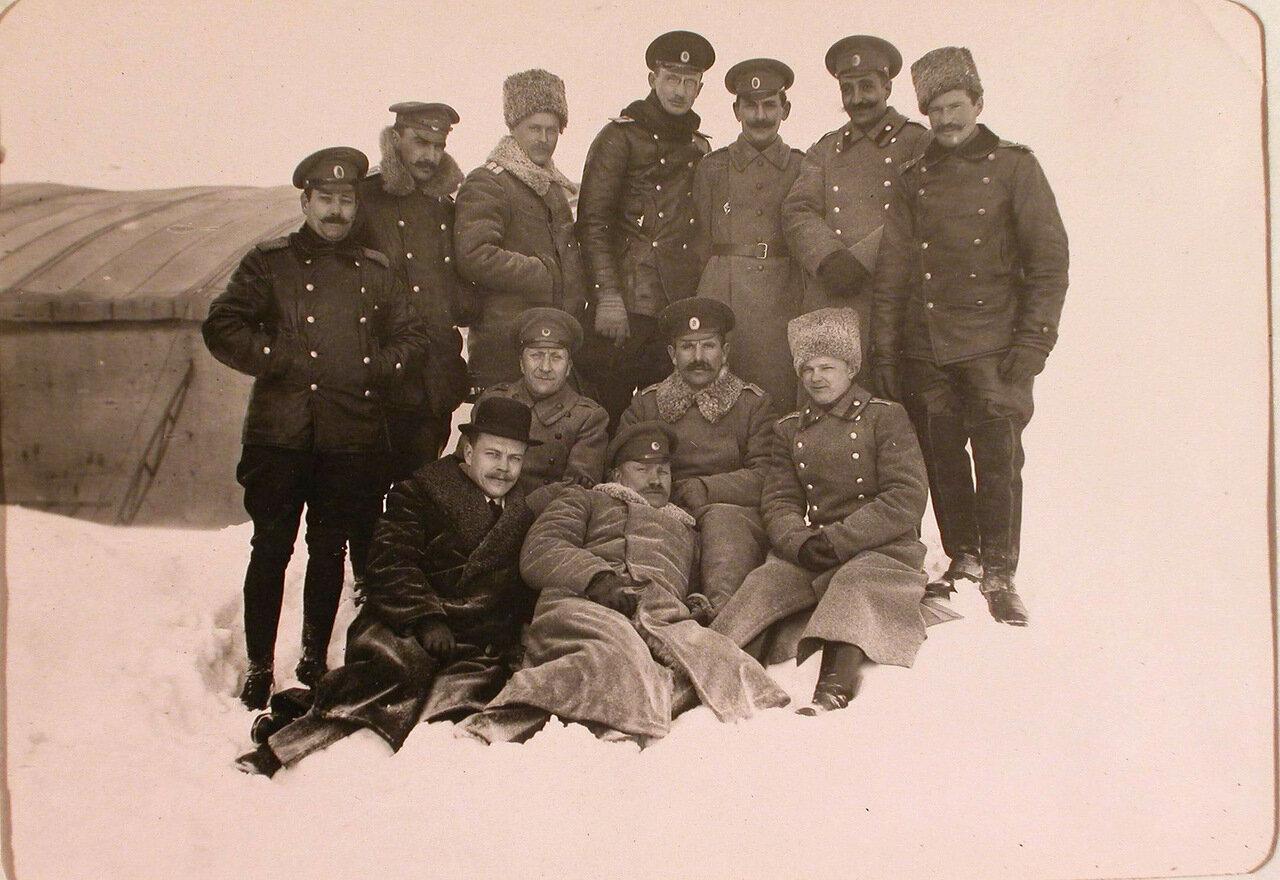 34. Группа офицеров роты, команды аэродрома и летчиков-учеников перед отъездом заведующего аэродромом