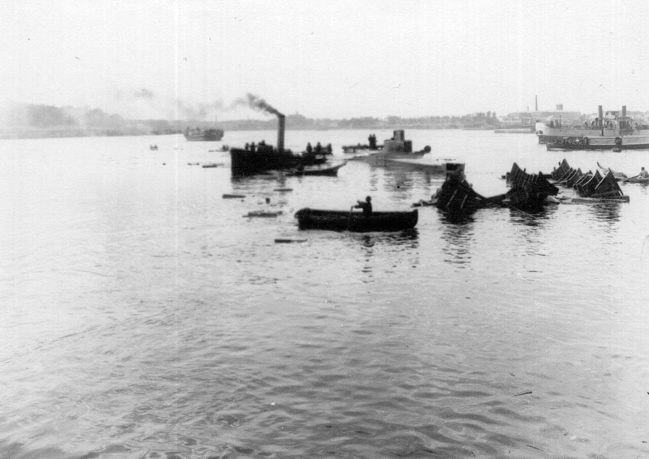 22. Спуск подводной лодки, построенной на заводе.1911