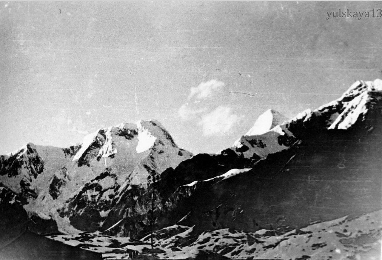 28. Пик Чапаева - высота 6370 метров