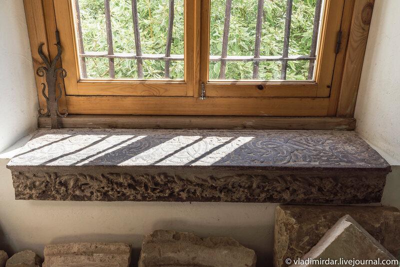 Чугунные литые ступени паперти храма Преображения