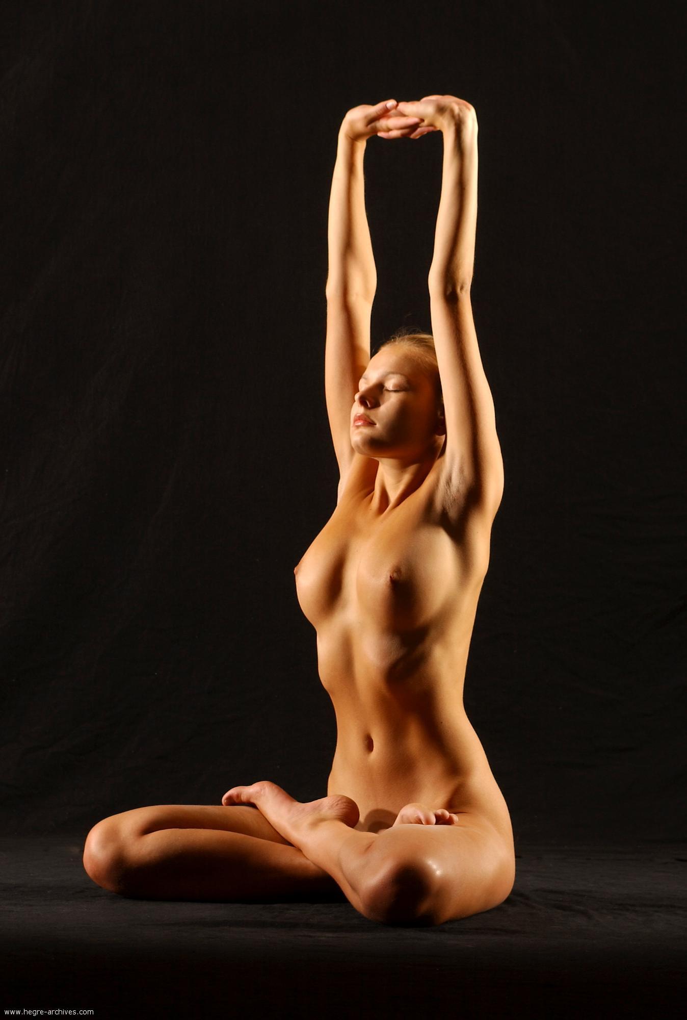 golie-devushki-yoga