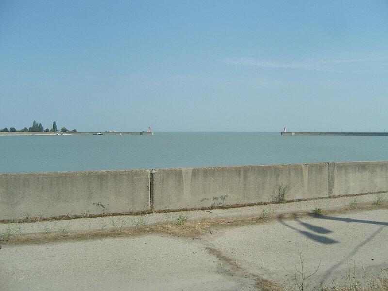 """Краснодарское """"море"""". Вид с плотины, заводь"""