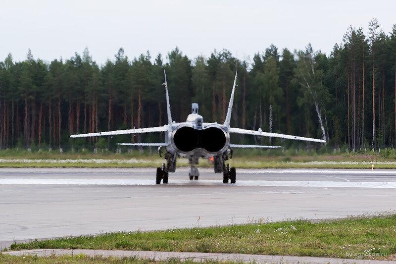 Микоян-Гуревич МиГ-31БМ (RF-92387 / 51 красный) D806762e