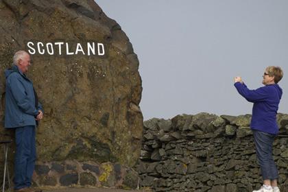 На границе Шотландии шутники поставили фальшивую таможню