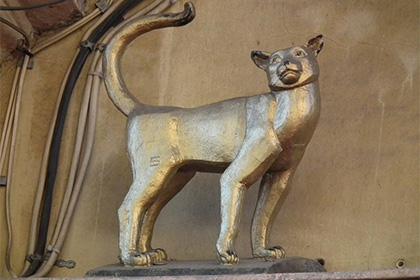 Памятник кошке Василисе украли в Санкт-Петербурге