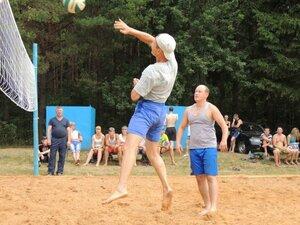 Районный турнир по пляжному волейболу. П. Дубровка, 10 августа 2014 года. На площадке Алексей Иванович и Вадим Александрович.