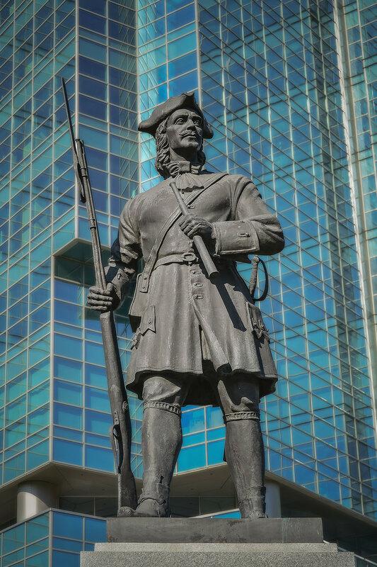 Памятник русскому гвардейцу Семеновского полка.jpg