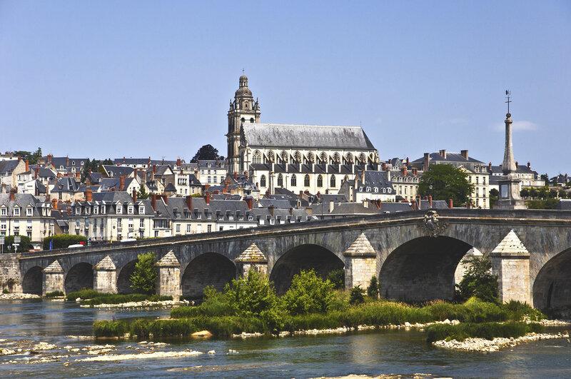 Блуа. Мост Жак-Габриэль и кафедральный собор Сен-Луи